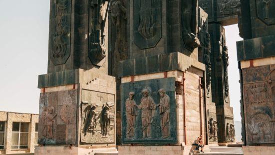 喬治亞紀事紀念碑