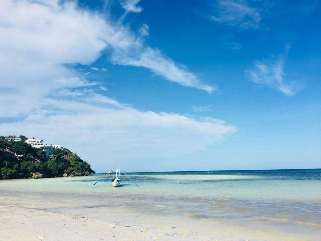 Lugutan Beach