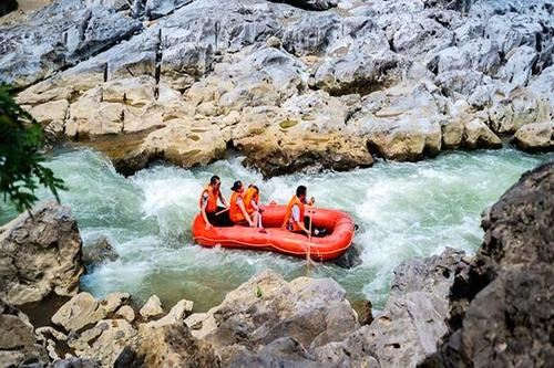 Nuoshui River Cave Drifting