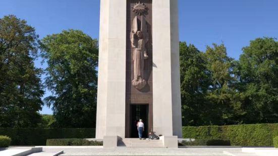 美國軍事墓地和紀念碑
