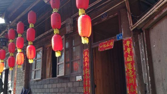 柳江往下几十公里,高庙古镇,原汁原味的古镇,先到高庙镇上,有