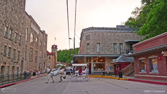 10 Most Charming Small Towns in US to Visit & Avoid Crowds