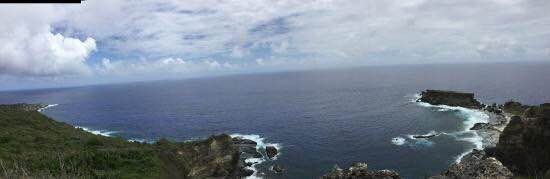我们在来塞班岛第一天的下午访问这个地方。 通往禁闭岛的道路是