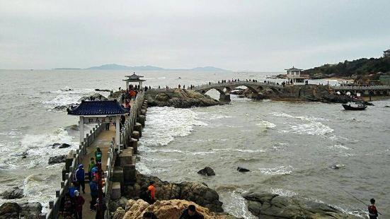 【三礁揽胜】亭桥将海面上三块巨大的礁石连为一体…成为兴城海滨