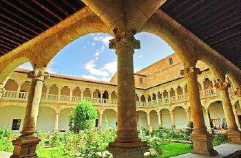 拉斯·杜耶納斯修道院