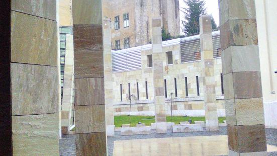布達佩斯大屠殺紀念中心