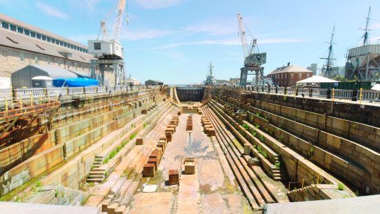 查爾斯頓海軍造船廠