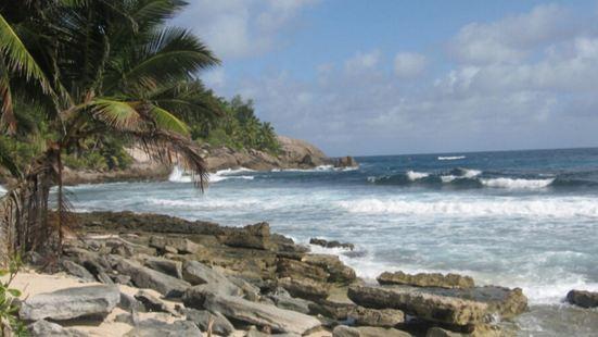 格兰德海滩,位于塞舌尔拉迪格岛西部,是一片未开发成熟的海滩,