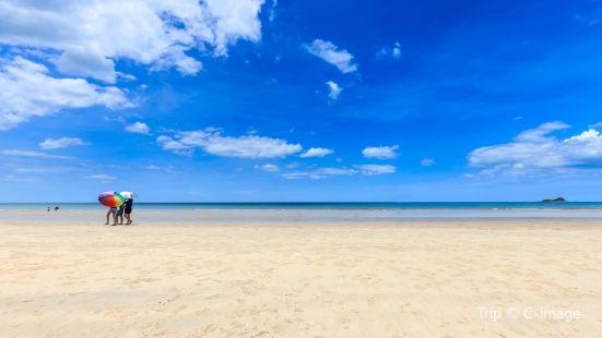 三颂普拉蒂派特海滩
