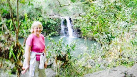 Puohokamoa瀑布