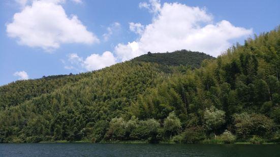 虽然竹筏价格贵,但是风景的确很好。
