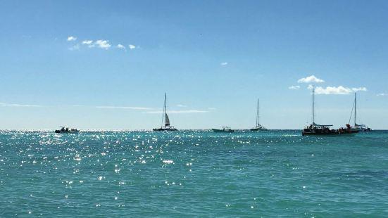 聖多明戈的博卡奇卡海灘是一處景色非常漂亮的大海灘。這裏的沙灘