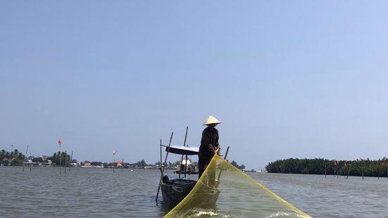 迦南岛,很有特色,很多跟团的一日游来这里,坐这种簸箕船,特别