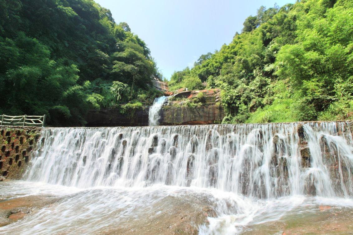Shihai Dongxiang (Stone Sea & Land of Caves)