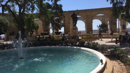 瓦萊塔最佳觀景之處非巴拉卡花園莫屬依地理位置有上下巴卡拉花園