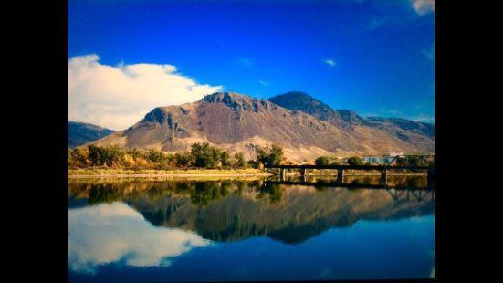 这里最大的特色就是环境保护的非常完美,人与大自然融为一体。河