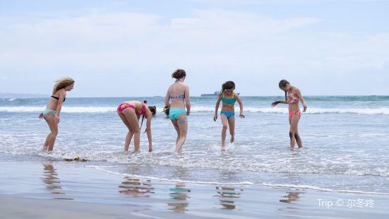 柯洛納市海灘