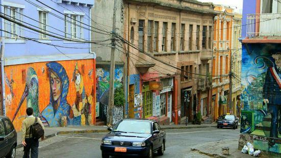 瓦爾帕萊索是智利的重要城市之一,這裡有着悠久的歷史,許多著名