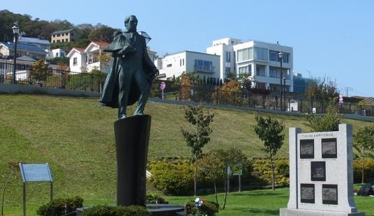 Memorial Statue of the Visit of Commodore Matthew C. Perry
