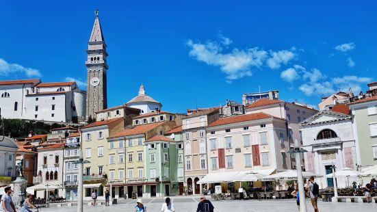 皮兰 位于 斯洛文尼亚 西南沿海,是一座保存完好的中世纪小城