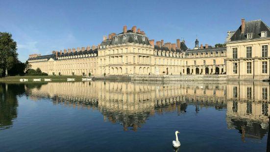 鳳丹白露宮是法國非常著名的一座皇家宮殿,這裏的景色非常的優美