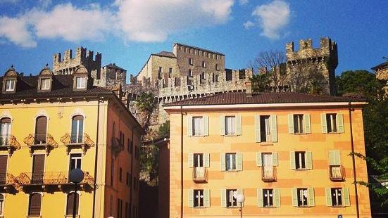 薩索科巴羅城堡