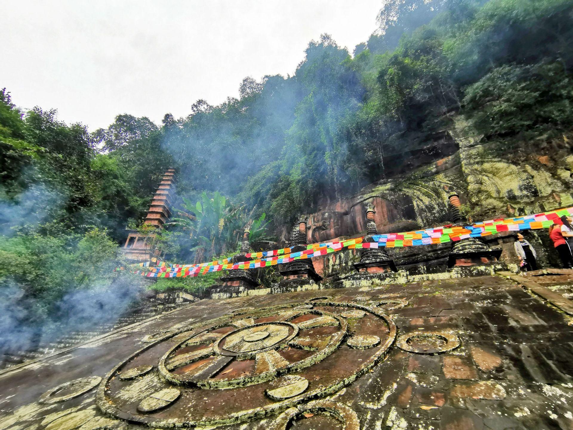 Thousand Pagodas Buddha Kingdom in Caoyu Beach