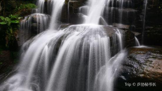 黃滿磜瀑布群