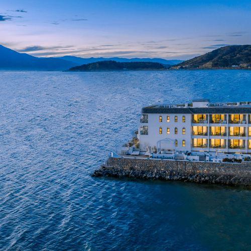 White House shilly peninsula hotel double Dali