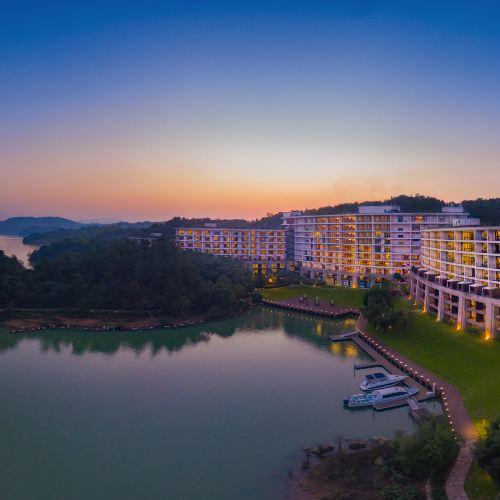Hentique Resort & Spa