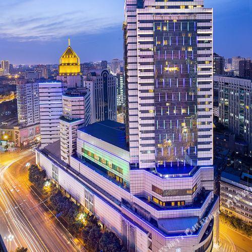 셀러브리티 루이청 호텔
