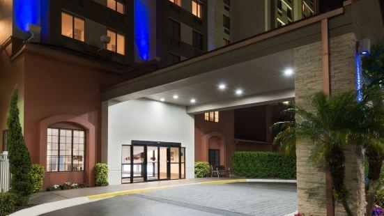 Holiday Inn Express & Suites - Nearest Universal Orlando