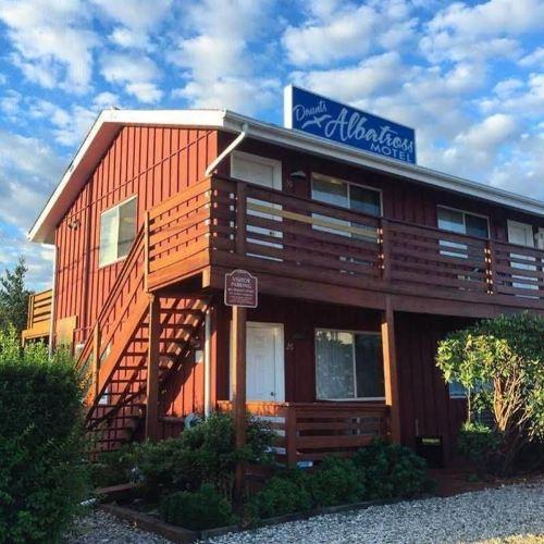 Daunts Albatross Motel