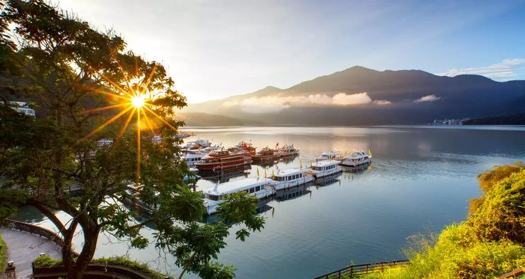 Sun Moon Lake Hop-On Hop-Off Boat Day Pass/Bike Rental
