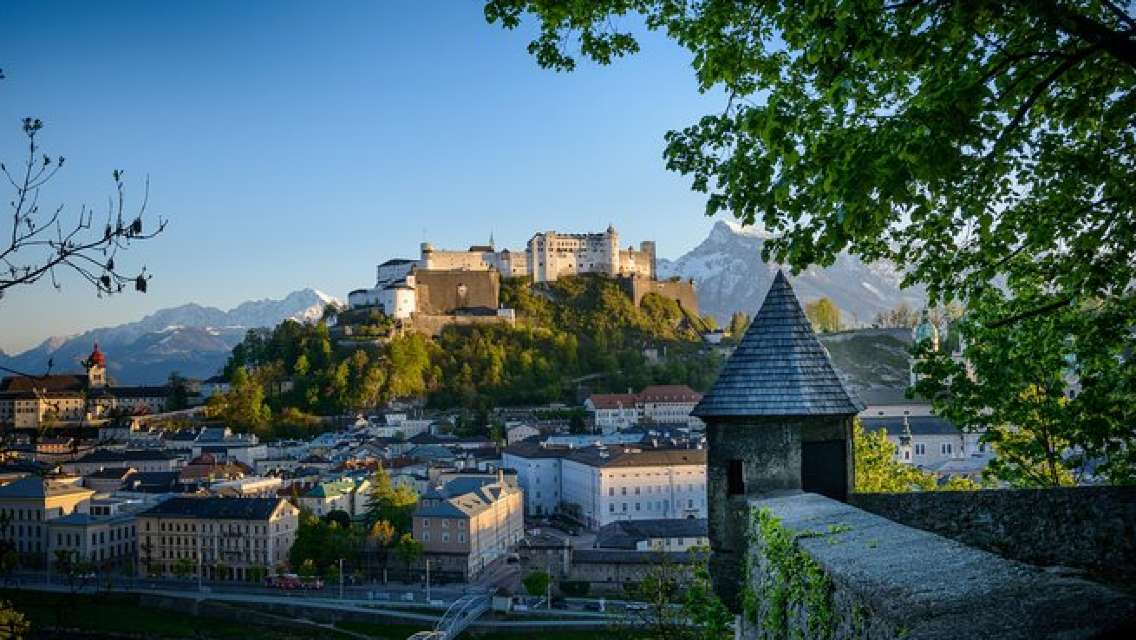Welcome to Salzburg: 48-Hour Salzburg Card, Mozart City Tour, Hot drink