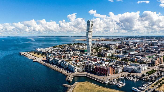 Copenhagen: Tour Across the Øresund Bridge to Lund and Malmö