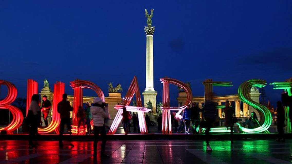 Budapest By Night & Hungarian Dance Performance with Dinner&Wine