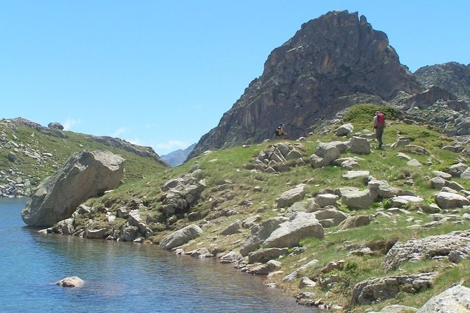 Guided hike on the lakes of the Cardinquère