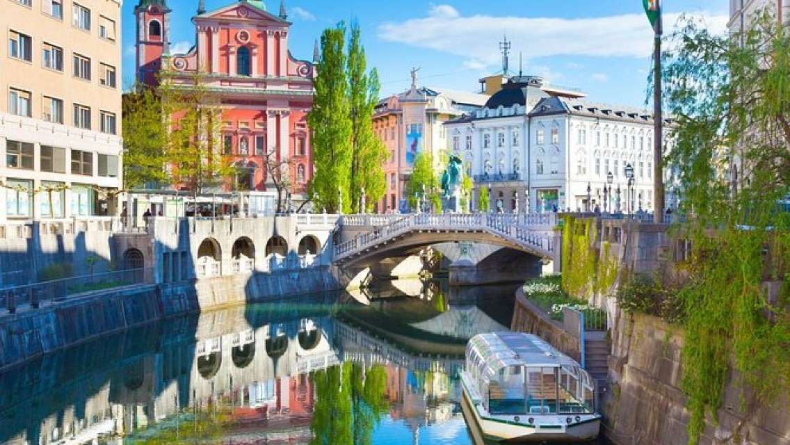 Full-Day Private Tour: Ljubljana and Bled from Zagreb