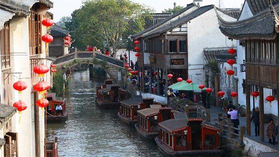 Zhujiajiao Private Day Tour and Shanghai Acrobatic Show