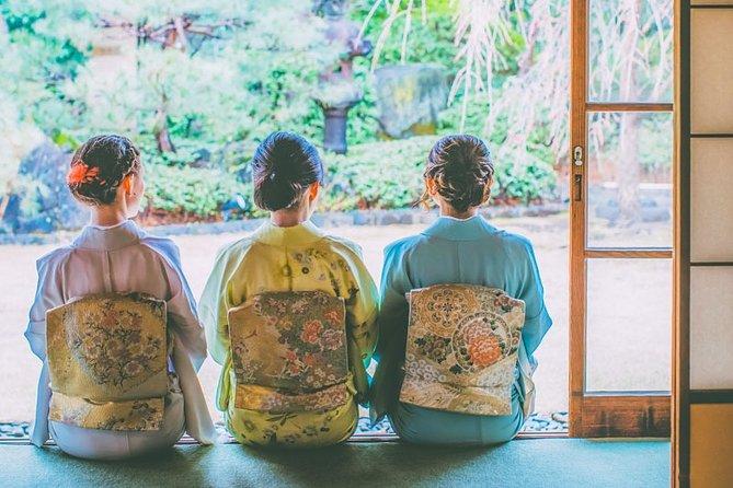 Certified by Fukuoka: A Photogenic Tour to Visit Beautiful Spots with Kimono on!