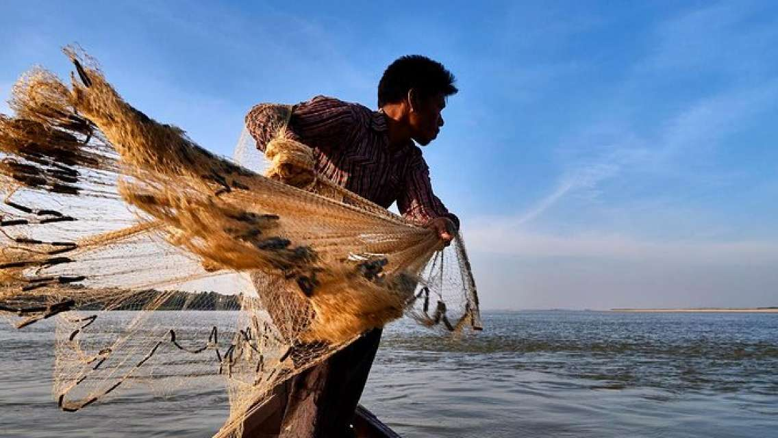 2-Day Group Tour Experience Irrawaddy Dolphins & Fishing Communities