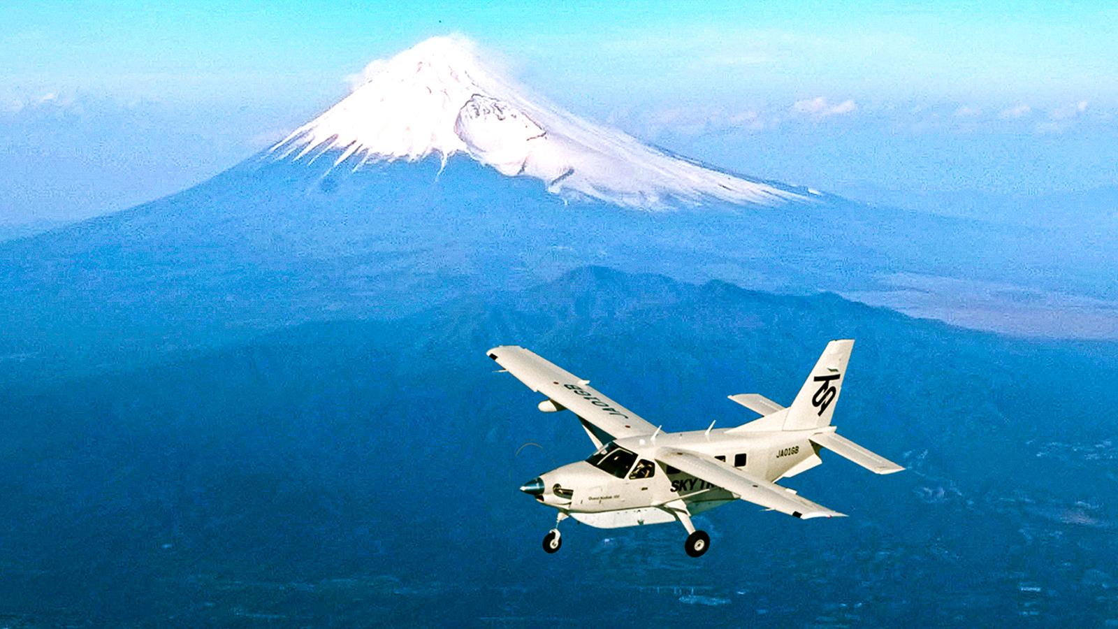 日本東京出發富士山+新宿上空遊覽飛行體驗半日遊(東京23區專車接送)