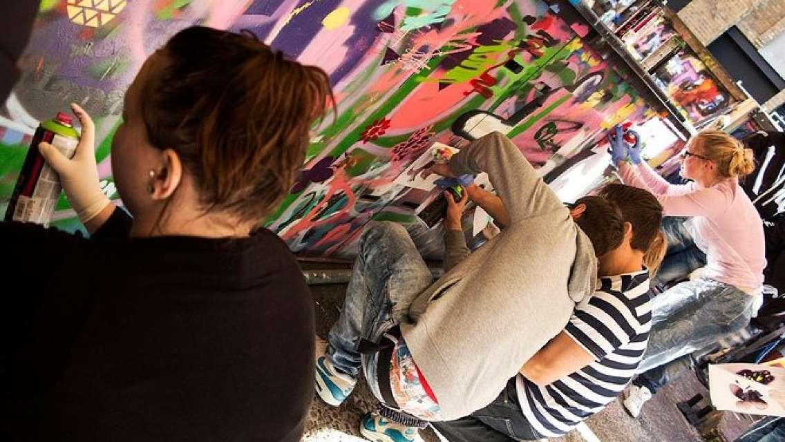 Street Art Walking Tour and Workshop in London