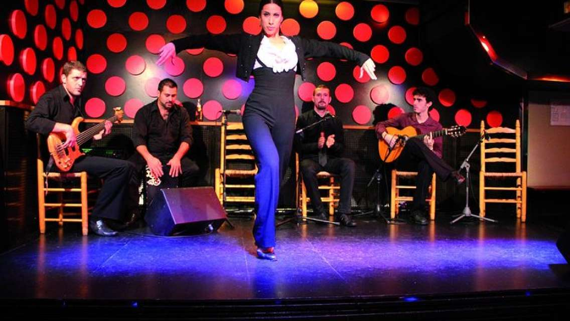 Night Tapas Walking Tour in Barcelona Old Town & Flamenco Show with Small Group