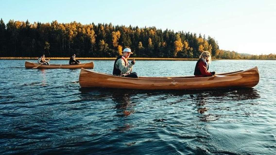 Premium guided Canoe Tour in lake Plateliai Handcrafted inventory and picnic set
