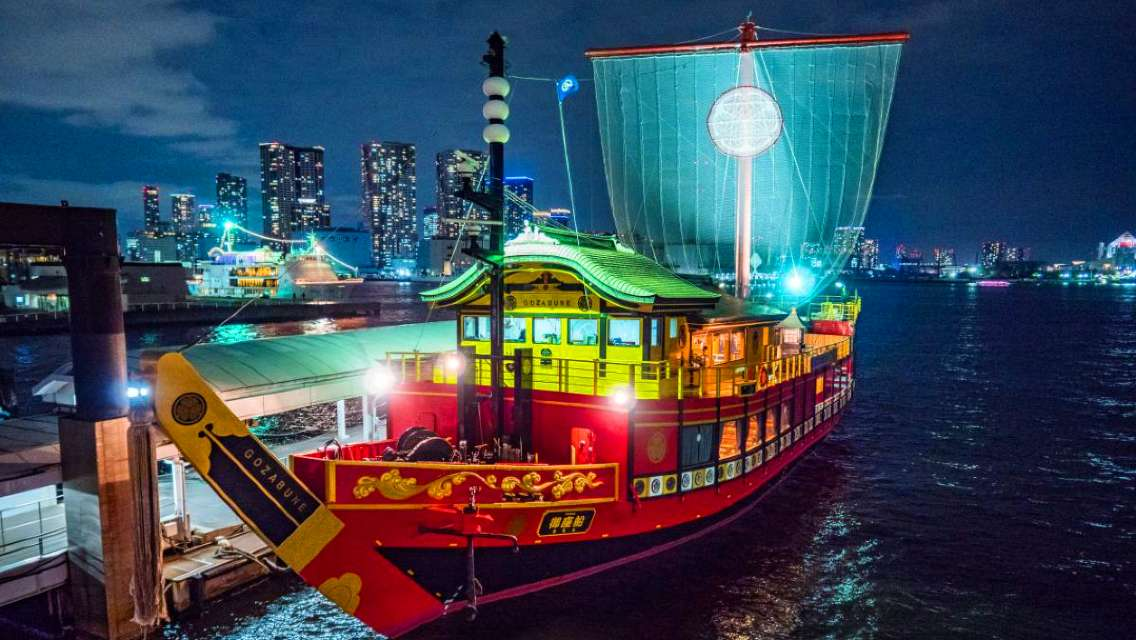 Tokyo Bay Traditional Cruise Dinner & Show