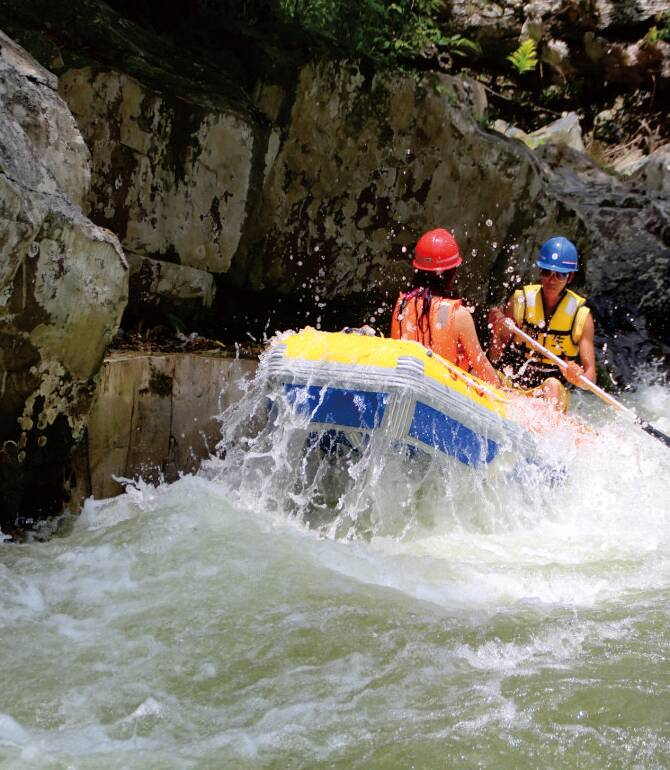 Sanya Private  Day Tour: Wuzhishan Mountain Canyon Rafting & Outdoor Adventure