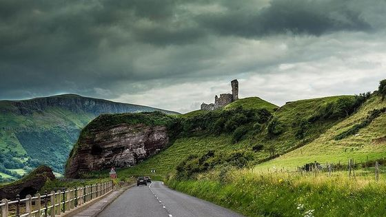 Northern Highlights Full-Day Guided Tour in Northern Ireland