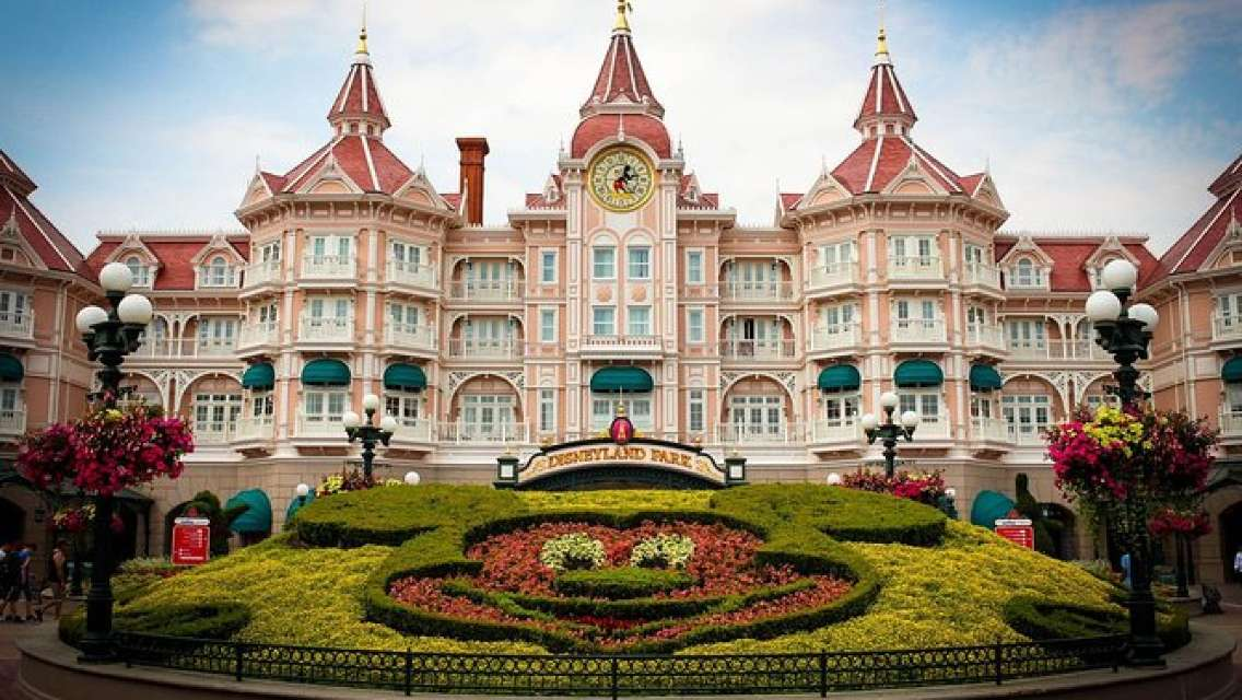 Private Transfer from Disneyland Paris to Charles de Gaulle or Orly Airports